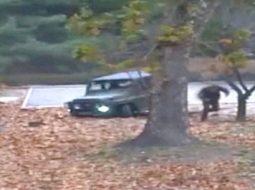 Video/ Shikoni se si një ushtar qëllohet me armë ndërsa përpiqet të arratiset nga Koreja e Veriut