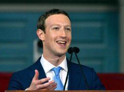 Themeluesi i Facebook bën namin, 1.8 milion like në foton me bashkëshorten