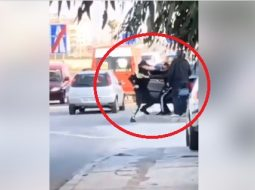 VIDEO/ Polici sherr me grushta me shoferin e ndaluar