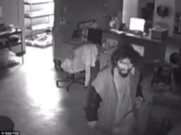 Video/ Hyn për të vjedhur biznesin, hajduti ndalon për të parë porno