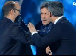 VIDEO/ Fiorello në siklet në Sanremo, një person ngjitet në skenë