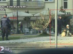 """VIDEO/ I moshuari """"lë me gisht në gojë"""" policët e Lali Erit"""