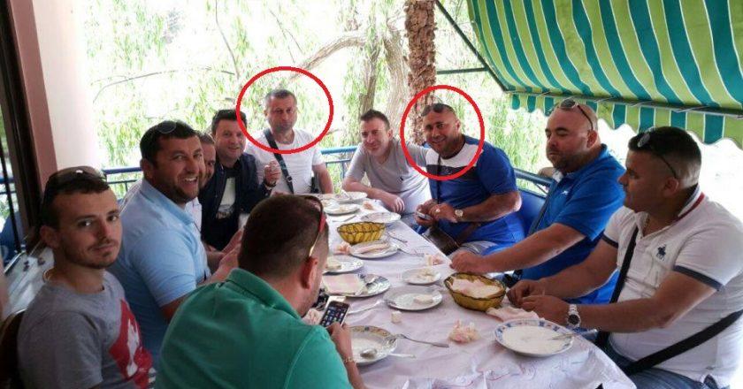1-Foto te shefit te kufirit te Dhermiut, Sokol Bode me kusheririn e Ministrit, Moisi Habilaj, personi qe ndan makinen AA003 GB me Tahirin.jpg