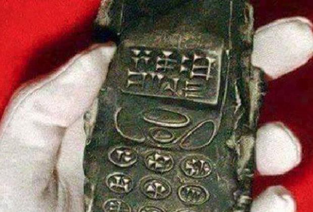 800-year-old-mobile-phone-484155.jpg