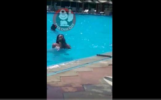 VIDEO +18/ Vajza nxjerr gjoksin te pishinat e Akuadromit në