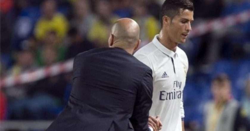 Ronaldo-Zidan-490x305.jpg