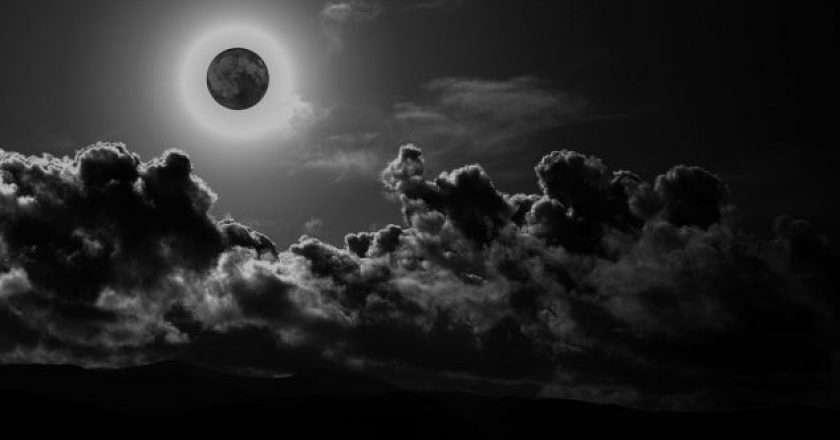 black-moon_1475246263-3722333.jpg