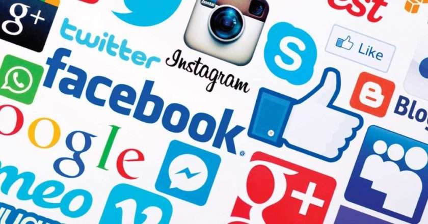 Social-Media-Use-Soars-for-People-65-480681166-1050x525.jpg