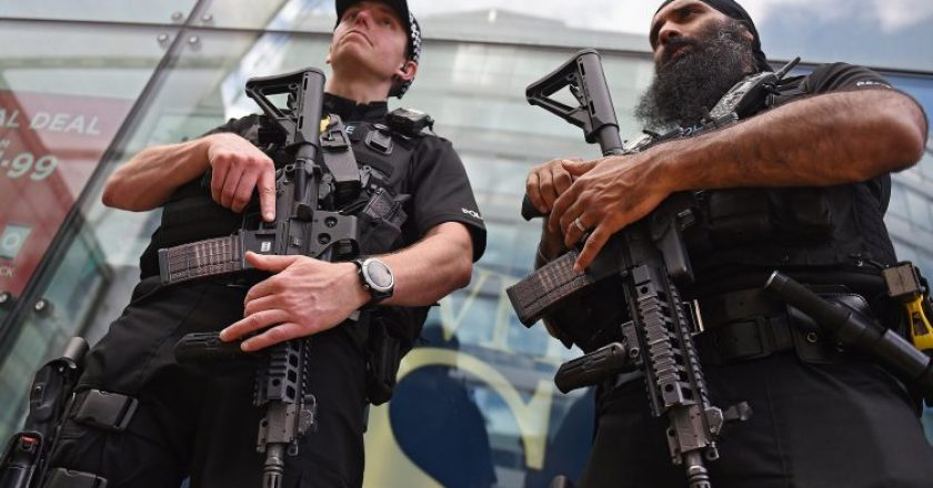 Manchester_ArmedPolice-752x440.jpg