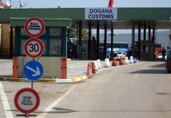 auto_Dogana_e_Morinit_ne_kufirin_Kosove-Shqiperi-kufi1489250157.jpg
