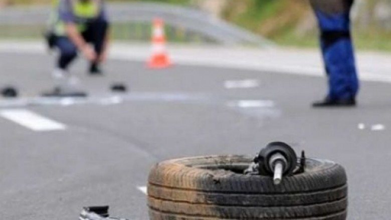 aksident-trafiku-n-euml-rrug-euml-n-klin-euml-pej-euml-humb-jet-euml-n-nj-euml-person-hd-780x439.jpg