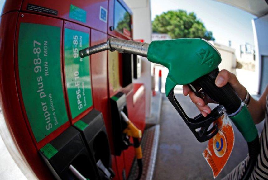 auto_Pompa_e_Benzines-nafta-_Photo_Reuters11415430163.jpg