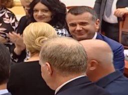 VIDEO: Taulant Balla i shkel syrin presidentes kroate në Parlament