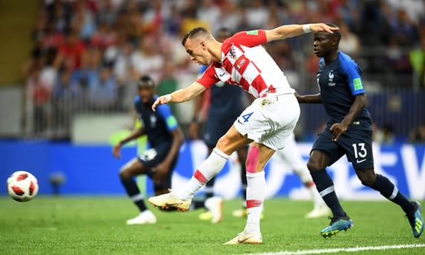 Kroacia mundi veten në 45 minutat e para finale