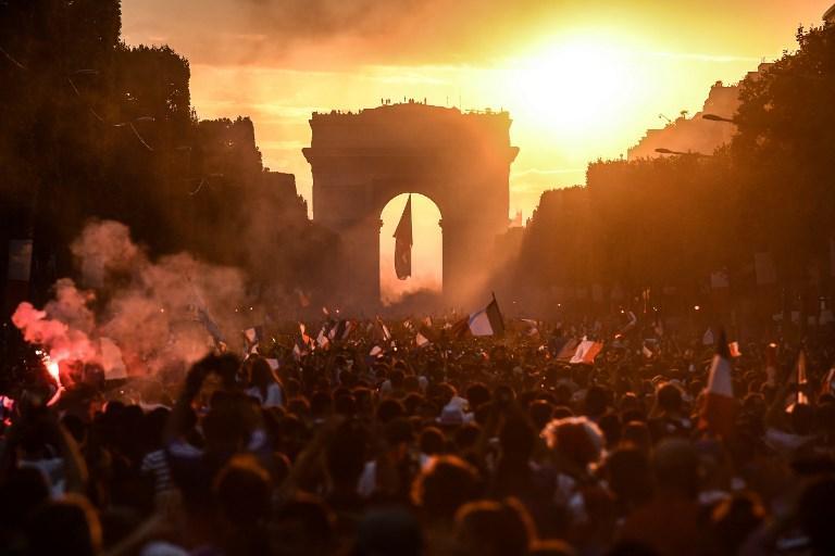 FOTO/ Natë çmendurie në Paris…
