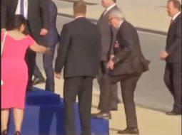 Juncker shfaqet sërish i dehur, shihni çfarë ndodhi në Samitin e NATO-s (VIDEO)