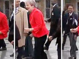 VIDEO/ Kërcimi afrikan i kryeministres britanike bën xhiron e rrjetit