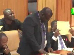 """""""Vagina është e zgjuar, penisi është budalla"""", parlamenti shpërthen në të qeshura (VIDEO)"""