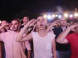 """VIDEO/ Të rinjtë e LSI-së stërviten me marsh ushtarak: """"Saje Qorri ku je ti…"""""""