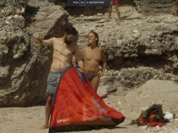 VIDEO/ Gazetarja niset për reportazh, gjen plazhistë nudo në Dhërmi