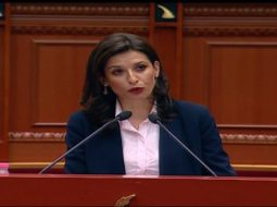 'Ne jemi k*r…', shihni gafën në Kuvend të ministres Etilda Gjonaj (VIDEO)