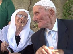 """FOTO/ Rekord """"Guinnes"""" në Krujë, çifti feston 81-vjetorin e martesës"""
