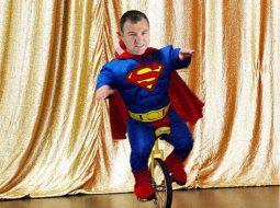 """""""Jam Supermen, jam akullore!""""/ Interneti mbushet me fotomontazhe të Dakos (FOTO)"""