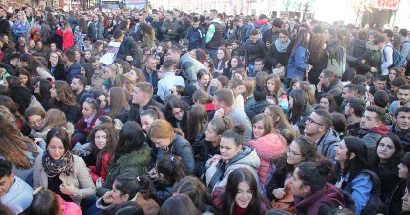 """""""The New York Times"""" shkruan për protestën në Shqipëri"""