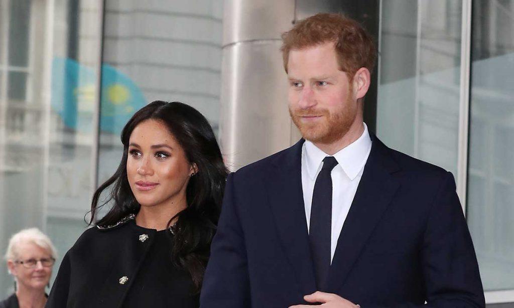 Zbulohet arsyeja e largimit të Meghan dhe Harry nga familja mbretërore –  Lapsi.al