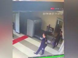 """VIDEO/ Kinezët e Rinasit """"ashpërsojnë"""" kontrollet pas grabitjes"""
