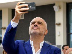 Foto në brendësi/ Rama shigjeton Metën, Monikën, Berishën dhe Bashën