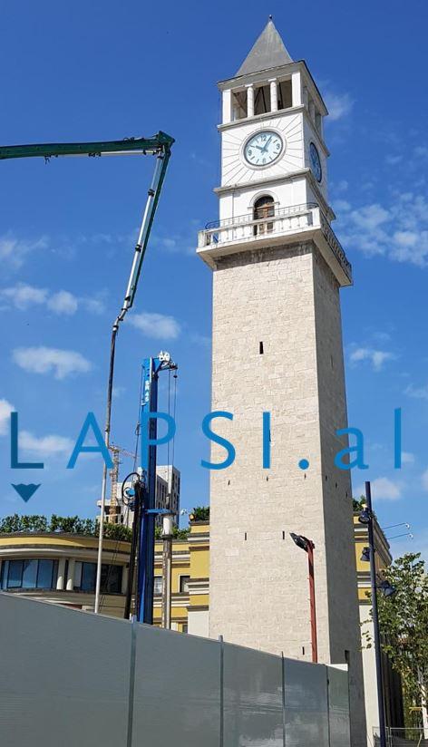 Kulla e re/ Sahati i Tiranës rrezikon të shembet (fotot) – Lapsi.al