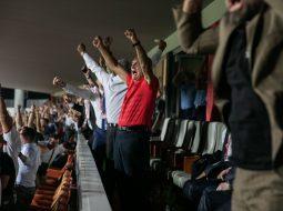 FOTO/ Meta festë të çmendur për Kombëtaren, Rama uron anglisht