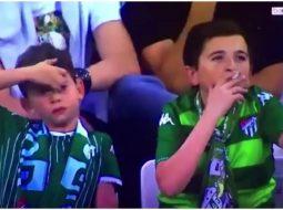 VIDEO/ E vërteta shokuese e fëmijës që u kap duke pirë cigare në stadium