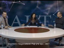 """VIDEO/ Reagon gazetarja e """"Tv Apollon"""": E vërteta e sharjeve në studio"""