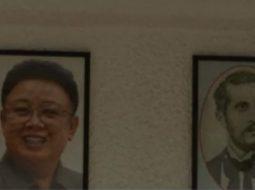 VIDEO/ Diktatori Kim Jong Un dhe Naim Frashëri krah për krah në Bibliotekën Kombëtare