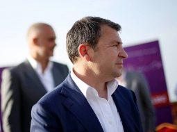 """""""Duam drejtësi, Vangjush Dako në qeli""""/ Banderola që u shfaq sot në mes të Durrësit (FOTO)"""