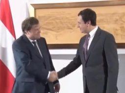 VIDEO/ Albin Kurti në siklet, ambasadori austriak ia nxjerr krahun nga vendi