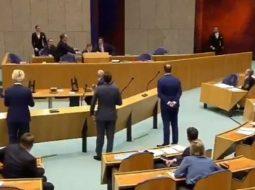 VIDEO/ Lodhja nga koronavirusi, ministri bie në tokë në mes të parlamentit