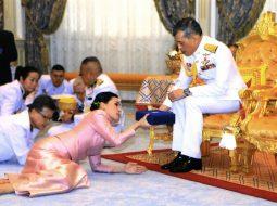 """FOTO/ Mbreti """"Rama X"""" futet në karantinë me 20 femra"""
