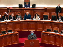 """FOTO PIKANTE/ Senatori Bernie Sanders """"takon"""" edhe politikanët shqiptarë"""