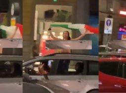 Vajza italiane nuk përmbahet, del lakuriq sipër makinës për të festuar fitoren e europianit (VIDEO +18)