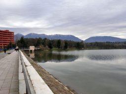 Mbytet i moshuari në Liqenin Artificial të Tiranës