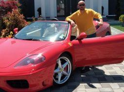 """VIDEO/ """"Kam një makinë modeste, një Ferrari"""" kandidati i Podujevës justifikon mjetin 70 mijë euro"""