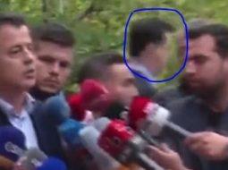 Video qesharake/ Basha ikën me vrap ndërsa Flamur Noka e godet para mediave